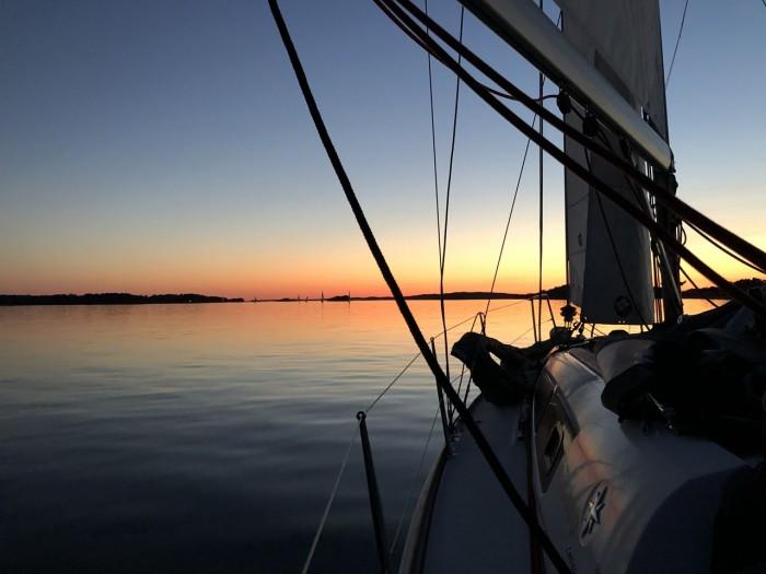Auringon Lasku Veneestä